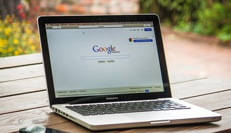 MOŽE LI MUŠKARAC DA ZATRUDNI? Ovo su 20 najglupljih pitanja koja ljudi postavljaju Guglu