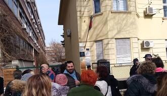 "FOTO: Združena akcija ""Krov nad glavom"" sprečila licitaciju stana"