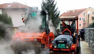 TATARSKO BRDO: Asfalt stigao u ulicu Džona Frontigama (FOTO)