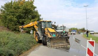 FOTO: Zbog havarije na cevovodu otežan saobraćaj na Mišeluku
