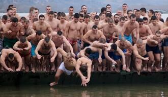 Plivanje za Bogojavljenski krst u subotu u Sremskoj Kamenici