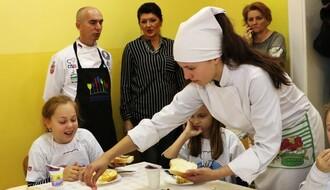 """FOTO: Učenici OŠ """"Ivan Gundulić"""" uživali u zdravom obroku"""