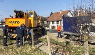 FOTO: Begeč bez vode zbog kvara na pumpi, cisterne na dve lokacije u selu