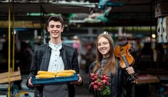 """""""HRANA ZA UŠI"""": Prodavci i kupci na Ribljoj pijaci uživali u klasičnoj muzici"""