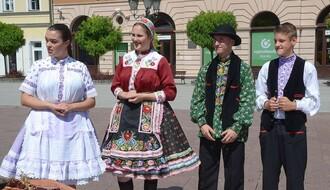 """Na Trgu slobode promovisane stote """"Slovačke narodne svečanosti"""" (FOTO)"""
