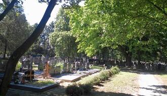 Devetnaestogodišnjak i maloletnik na Novom groblju krali tašne, novčanike, telefone...