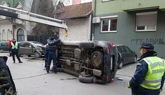 Grbavica: Džipom po parkiranim vozilima (FOTO)