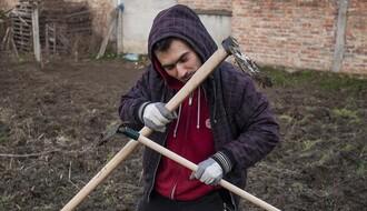 Novosađani: Frilens fotograf u organskoj bašti