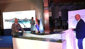 FOTO: Predstavljena maketa novog mosta na Dunavu