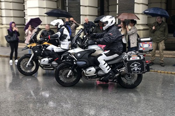FOTO: Novosadski motociklisti krenuli ka domovini Džingis Kana