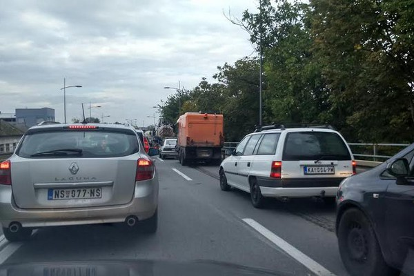 Sudar zaustavio saobraćaj na Temerinskom putu