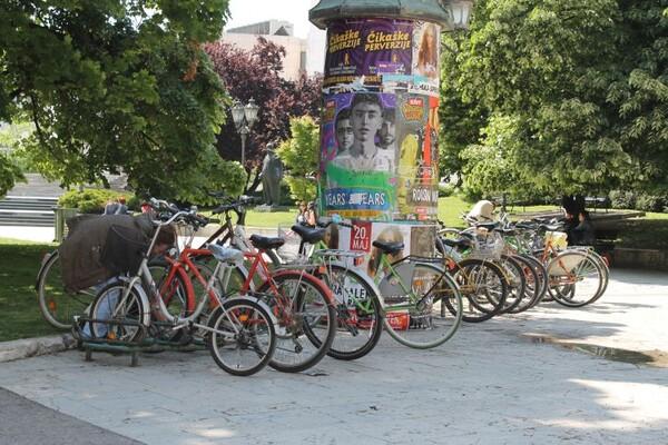 KRENULA SEZONA: Bicikli su se vratili u grad (FOTO)