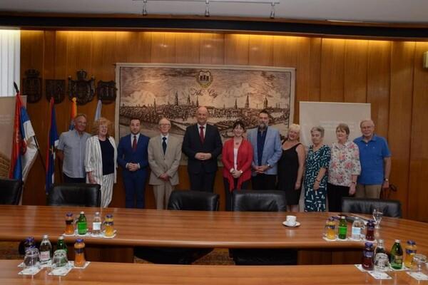 Prijatelji iz Noriča posetili Skupštinu grada (FOTO)