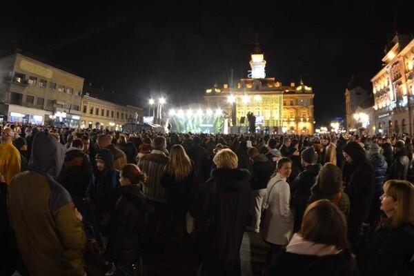 NEZVANIČNO: Čola u novogodišnjoj noći na Trgu slobode