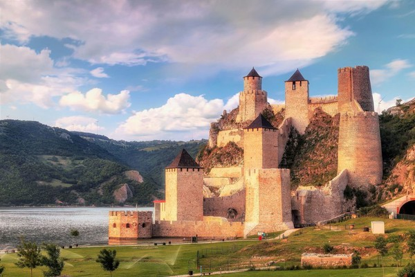 TURISTIČKI ARANŽMANI: Evo gde možete otići na jednodnevni izlet u Srbiji i regionu (FOTO)