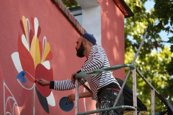 FOTO: Novi Remedov mural niče u Novom Sadu