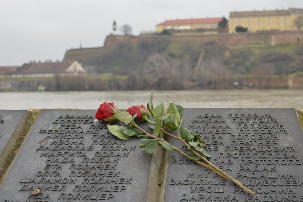 Pomen žrtvama Novosadske racije 23. januara na Keju i Štrandu