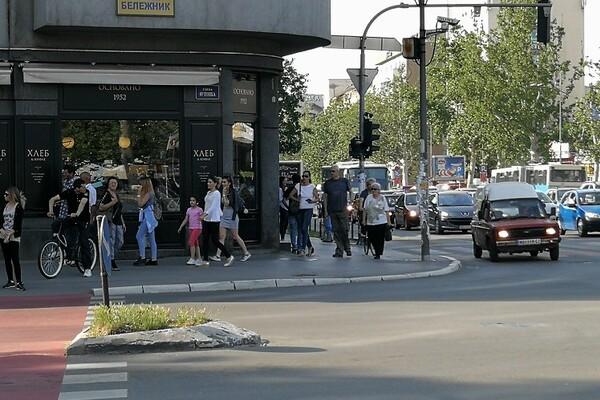 FOTO: Muke za pešake i bicikliste duž Bulevara oslobođenja