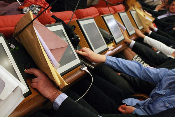 Odbornici gradskog parlamenta uz mandat dobijaju i državni posao
