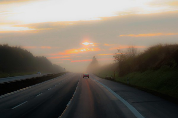 Vozačima se savetuje oprez zbog magle i vlažnih puteva