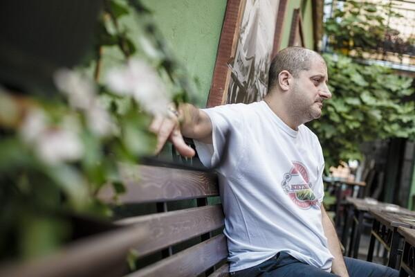 Milan Mumin: Kada pevam na srpskom zvučim kao Vlado Kalember