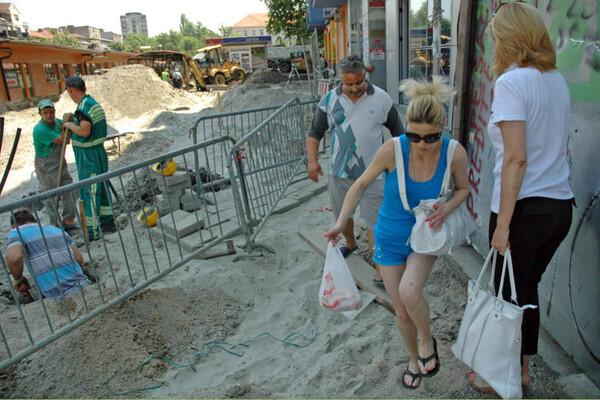 Uređenje Trga republike: Život i pazar u prašini