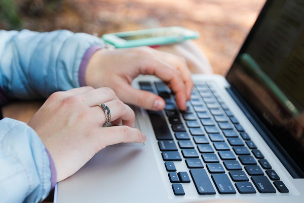 ZA NEZAPOSLENE NOVOSAĐANKE: Besplatan kurs pravljenja sajtova od 1. oktobra