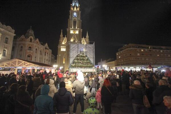 "NS Winter Fest: Hor ""Dečijeg kc Beograd"", bend ""Mamorlook"" i Delta radio večeras na Trgu! (FOTO)"