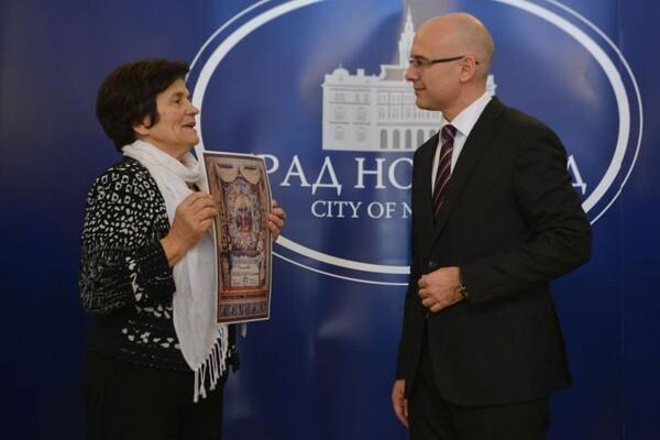 FOTO: Gradonačelniku uručena Povelja Kola srpskih sestara