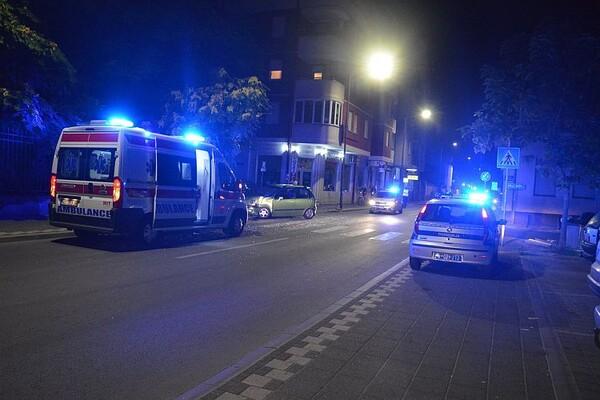 (FOTO) Sudar autobusa GSP-a i automobila, povređena jedna osoba