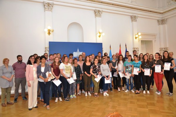 "GRADSKA KUĆA: Dodeljeni sertifikati ""Razmena mladih profesionalaca"" (FOTO)"