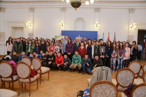 Osnovci s Kosova i Metohije posetili Gradsku kuću (FOTO)