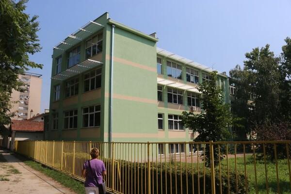 Neke škole u NS odložile podelu svedočanstava zbog korona virusa