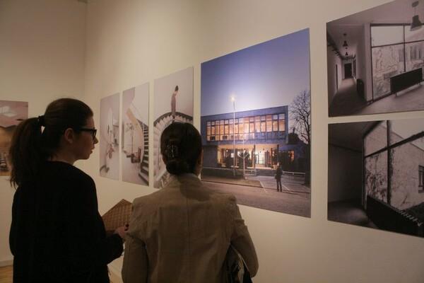 """FOTO: Otvorena izložba fotografija """"Arhitektura Novog Sada 1950‐1970"""""""
