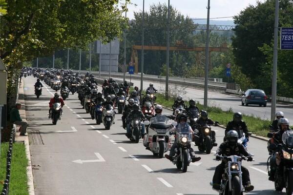 FOTO: Motoraši okupirali Novi Sad