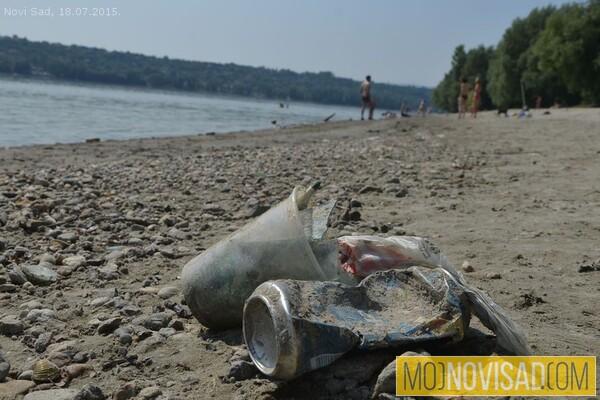 Svi na plažu: Nepolitička akcija čišćenja Bećarca i Oficirca