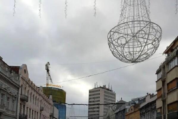 U centru grada pao jedan od novogodišnjih ukrasa
