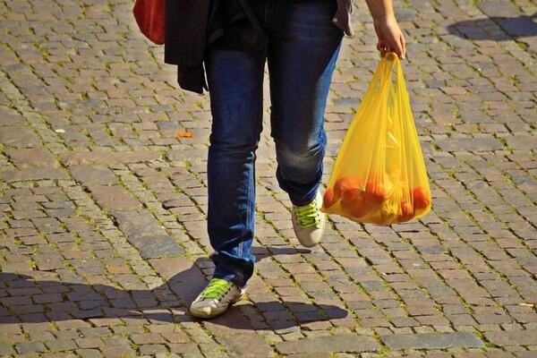 NAŠA ANKETA: Evo kako su Novosađani prihvatili naplatu plastičnih kesa