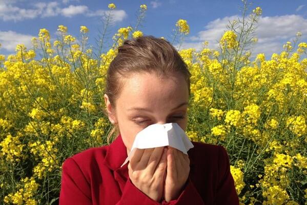 Evo kako da razlikujete alergiju od virusa
