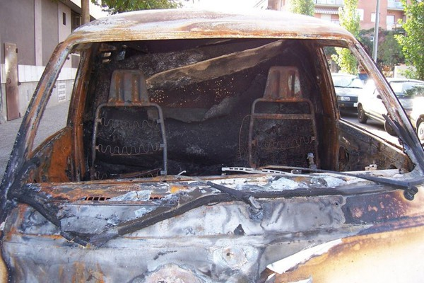 Izgoreo automobil u ulici Dimitrija Avramovića