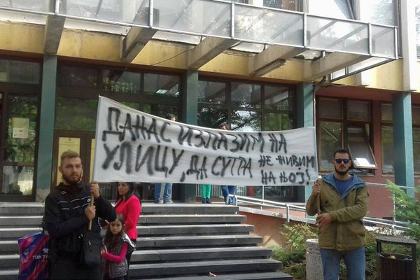 """Jakšići poručili na protestu: """"Ići ćemo do Strazbura!"""" (FOTO)"""