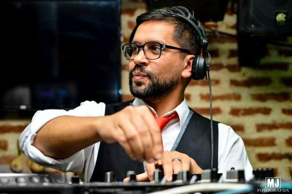 NOVOSAĐANI: Teško je stvarati muziku ako je ne slušaš (AUDIO)