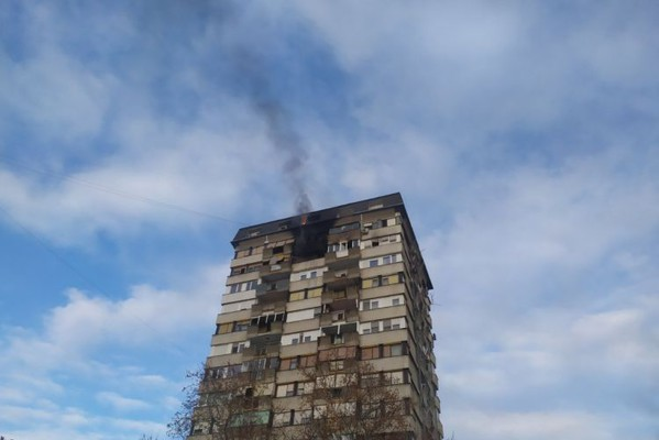 Požar na Limanu ugašen, jedna devojka se nagutala dima (FOTO)