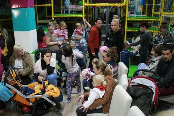 Saveti na fejsbuku velika pomoć mladim majkama