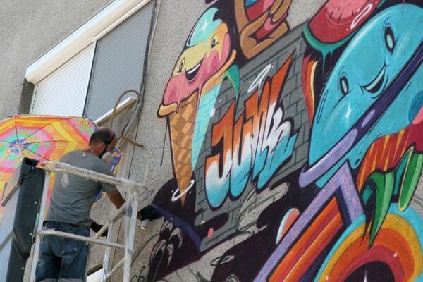 FOTO: Novi mural osvanuo u ulici Laze Nančića