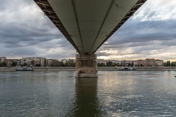 Policajci spasili devojku koja je skočila s keja u Dunav