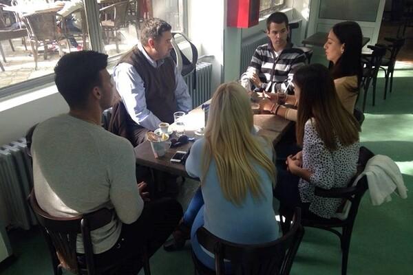 I OVO POSTOJI: Profesor koji redovno vodi studente na kafu!