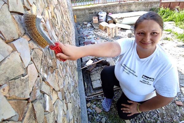NOVOSAĐANI: Građevinski radovi su Ivanina antistres terapija (FOTO)