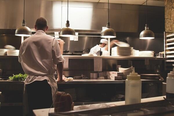 Posluživanje hrane samo preko šaltera ili dostavom