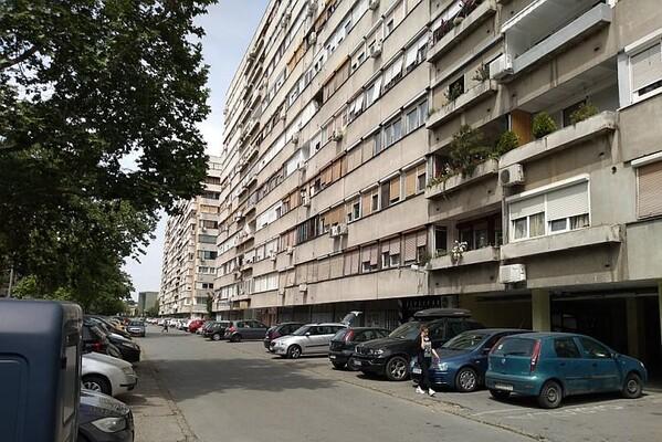 Žena pala sa zgrade na Limanu
